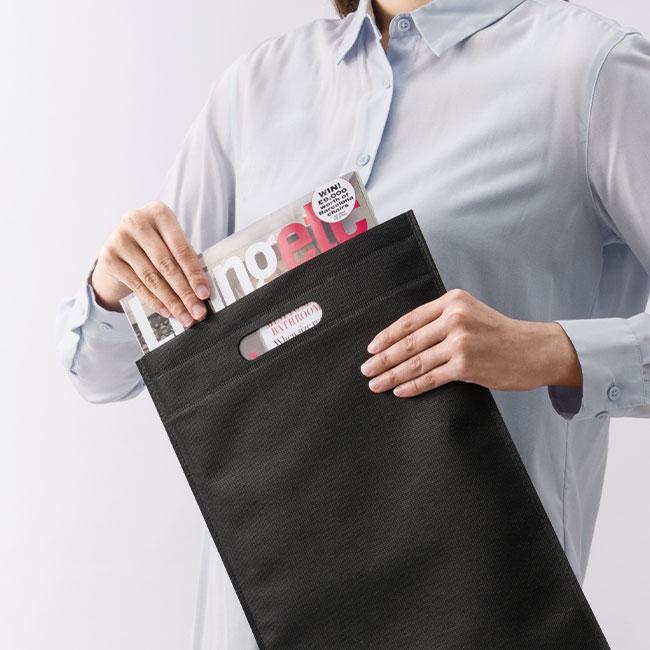 不織布A4ハンドルバッグ(V010364)使用イメージ