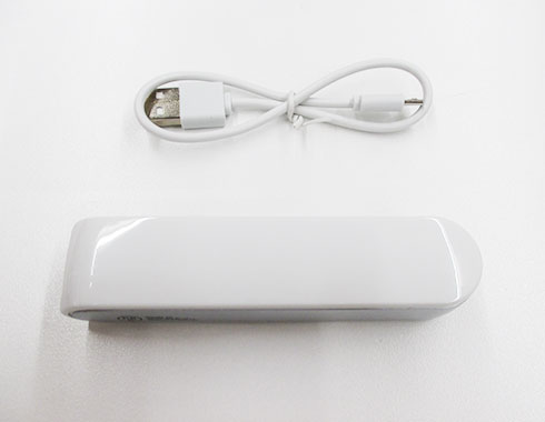 ポケットバッテリー2000(V010357)本体とUSBケーブルイメージ